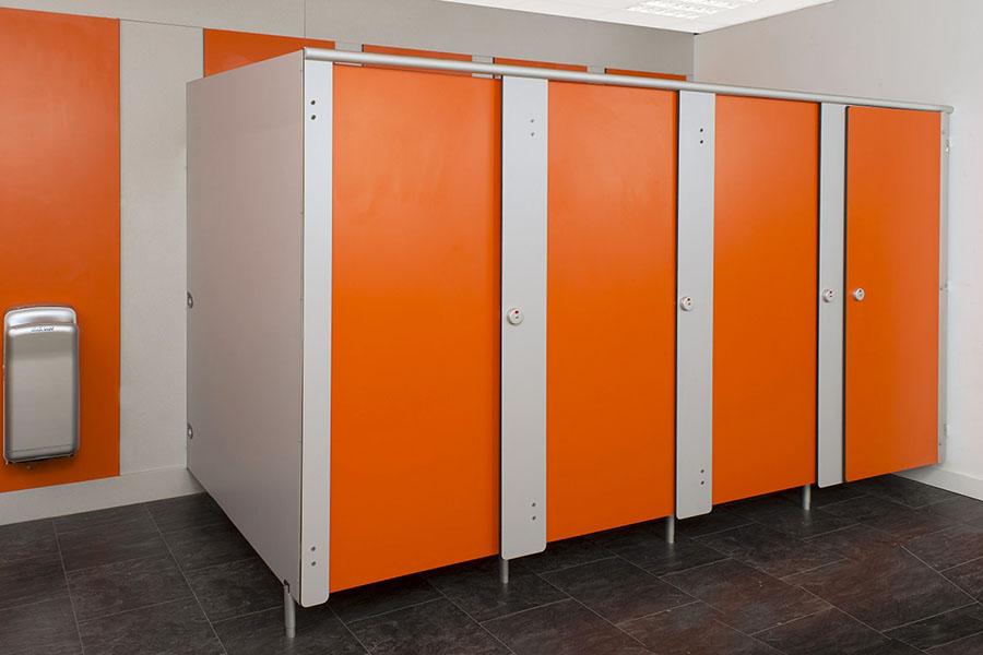 Туалетные кабинки — экономичный и удобный способ организации санпомещений